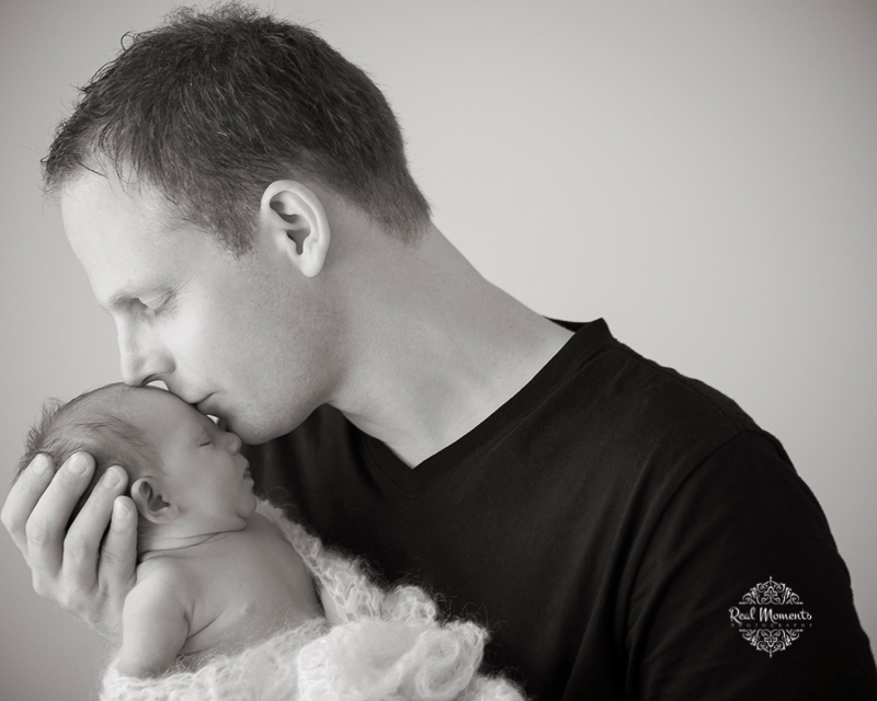 AIPP certified photography Adelaide - newborn photo of baby amelia with her dad
