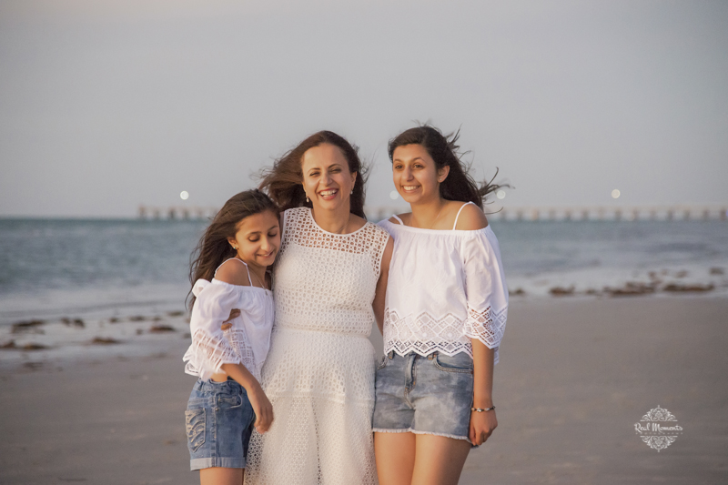 family photograhy - a mother with 2 daughters