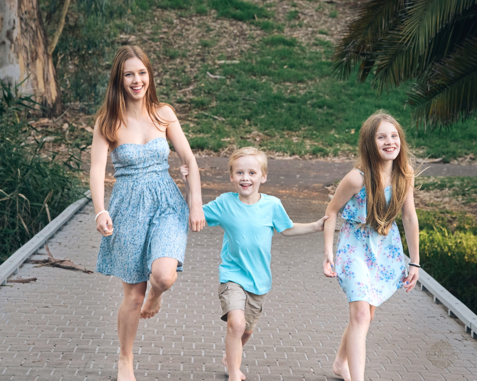professional photographers Adelaide - siblings - family photography